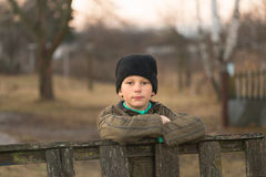 Wiosek dzieci Emocjonalny zakończenie portret w naturze Zdjęcie Royalty Free