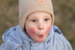 Wiosek dzieci Emocjonalny zakończenie portret w naturze Zdjęcia Royalty Free