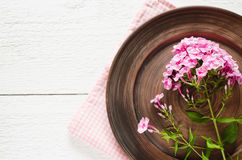Wiosen stołowi położenia z świeżym kwiatem Zdjęcie Royalty Free