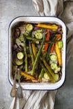 Wiosen veggies piec i słuzyć zdjęcia stock