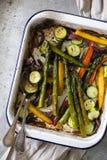 Wiosen veggies piec i słuzyć obraz stock