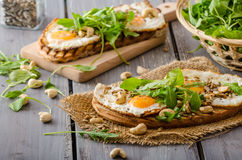 Wioska chleb, smażący jajka Obrazy Stock
