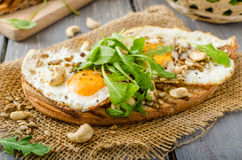 Wioska chleb, smażący jajka Fotografia Stock