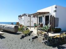Wioska dom ocean stroną, Lanzarote Obrazy Stock