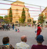 Wioska głównego placu świętowań wakacyjni ludzie zdjęcie royalty free