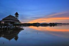 Wioska jeziorem Fotografia Stock