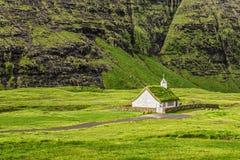 Wioska kościół w Saksun, Faroe wyspy, Dani fotografia royalty free