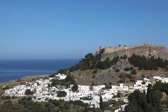 Wioska Lindos z akropolem, Rhodes Zdjęcie Royalty Free