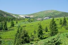 Wioska mieści wysokość w górach obraz royalty free