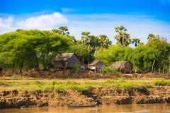 Wioska na Irrawaddy rzece, Mandalay, Myanmar, Birma Odbitkowa przestrzeń dla teksta obrazy stock