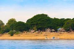 Wioska na Irrawaddy rzece, Mandalay, Myanmar, Birma Odbitkowa przestrzeń dla teksta zdjęcia stock
