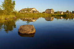 Wioska na jeziorze Obrazy Stock