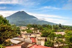 Wioska na skłonach Agua wulkan w Gwatemala Obraz Stock