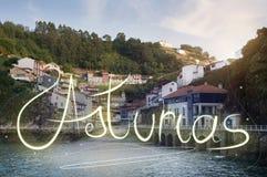 Wioska rybacka w północnym Hiszpania w Asturias, Cudillero zdjęcie royalty free