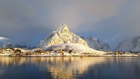 Wioska rybacka w zimie na słonecznym dniu Norwegia zbiory wideo