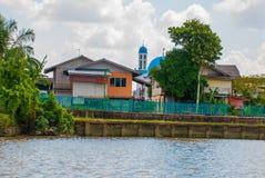 Wioska rzeką w Sarawak, Kuching, Malezja Obrazy Royalty Free
