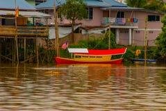 Wioska rzeką w Sarawak, Kuching, Malezja Obraz Stock