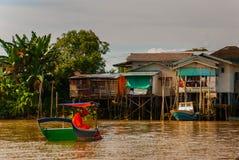 Wioska rzeką w Sarawak, Kuching, Malezja Fotografia Royalty Free