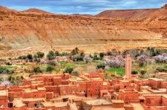 Wioska w Asif Ounila dolinie w Wysokich atlant górach, Maroko zdjęcie stock