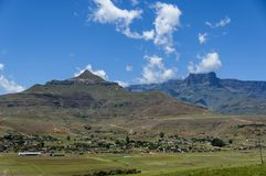 Wioska w Drakensberg górze, Południowa Afryka Obrazy Stock