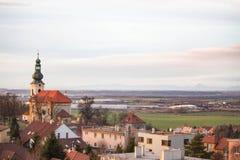 Wioska w Europa z kafelkowymi dachami zdjęcie stock