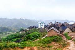 Wioska w górach Afryka na mglistym dżdżystym ranku Obrazy Royalty Free