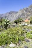 Wioska w górach na spotkaniu Zdjęcia Stock