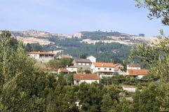 Wioska widoku górska wioska i piaska przemysł wydobywczy zdjęcia stock