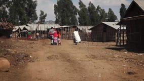Wioska z odprowadzeń ludźmi w Ethiopia zbiory