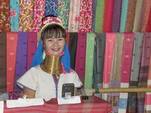 Wioski Karen plemię, sławne necked kobiety Kobiety sprzedawanie Obrazy Stock