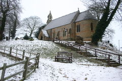 wioski kościelna zimy. Zdjęcia Royalty Free