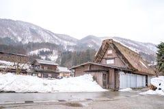 Wioski Shirakawago i Gokayama s? jeden Japonia UNESCO ?wiatowego dziedzictwa miejsca Rolny dom w wioski i g?ry behin obraz royalty free