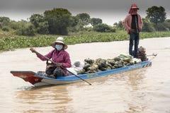 Wioski życie w spławowej wiosce blisko Siem Przeprowadza żniwa Obrazy Royalty Free