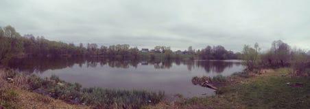 Wiosna jezioro Zdjęcie Royalty Free