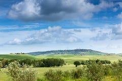 Wiosna krajobraz pola Tuscany Zdjęcia Royalty Free