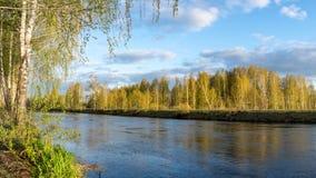 Wiosna krajobraz przy Ural rzeką, Rosja, Ural zdjęcia stock