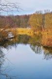 Wiosna krajobraz z rzeką Zdjęcia Royalty Free