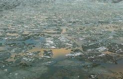 Wiosna lód na stawie w Marzec Obrazy Royalty Free