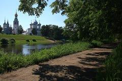 Wiosna park w słonecznym dniu obrazy stock