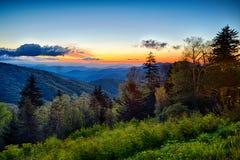 Wiosna przy Scenicznych Błękitnych grani Parkway Appalachians Dymiącą górą obrazy stock