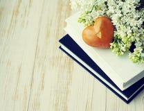 Wiosna romantyczny bukiet biały serce i bez Fotografia Stock