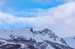 Wiosna w Alaska pustkowiu, niebieskie niebo, biel chmurnieje Fotografia Royalty Free