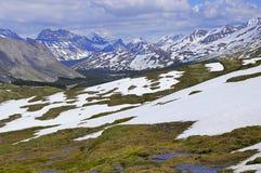 Wiosna widok górski w Kanadyjskich Skalistych górach obrazy royalty free