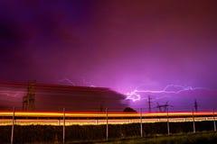 Wiosny burza, błyskawica i ciężarówka, obrazy stock
