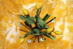 Wiosny dekoracja z żółtymi tulipanami Zdjęcie Royalty Free