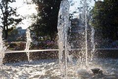 Wiosny fontanna przy ranku światłem słonecznym obraz royalty free