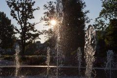 Wiosny fontanna przy ranku światłem słonecznym obrazy royalty free