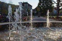 Wiosny fontanna przy ranku światłem słonecznym zdjęcie royalty free