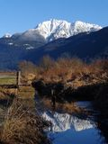 Wiosny góra Snowcap zdjęcia royalty free