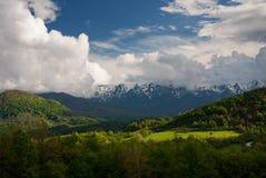 Wiosny góry pola zdjęcia stock
